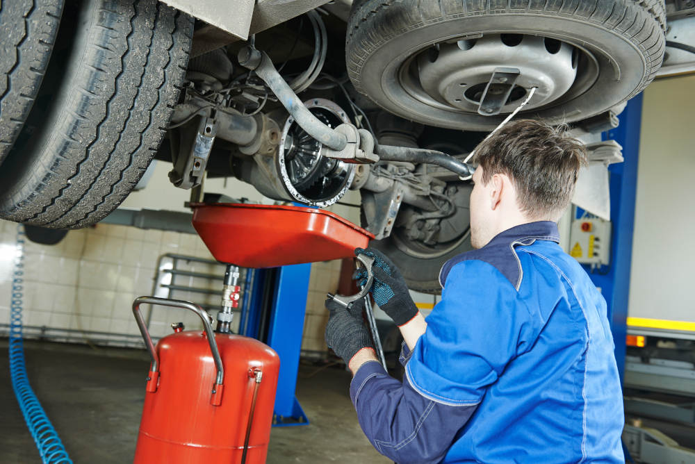 Is Your Vehicle Due for a Routine Oil Change? | Road Runner Auto Care