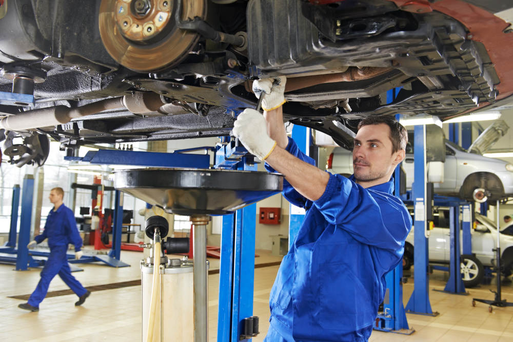 The Importance of Oil Changes in Apple Valley, California | Road Runner Auto Care